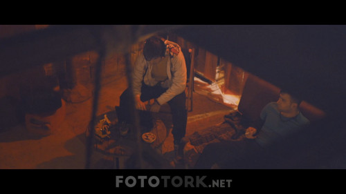 Cekmekoy.Underground.2015.WEB-DL.720p.AAC.by.cideli37.TORK.mkv_snapshot_00.58.22.jpg