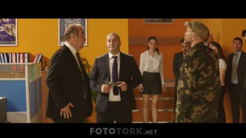 Safak-Sezer---Yalan-Dolan-2019-WEB-DL-1080p.mkv_snapshot_00.34.54.343.jpg